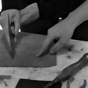Atelier découverte du travail du cuir 274 stage cuir initiation casson sellier